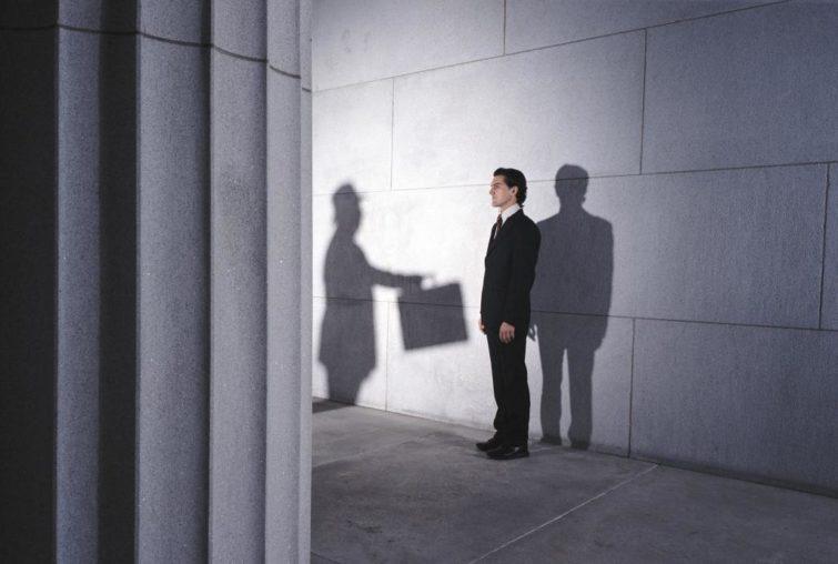 Как доказать вымогательство денег: куда обращаться и что делать в таком случае